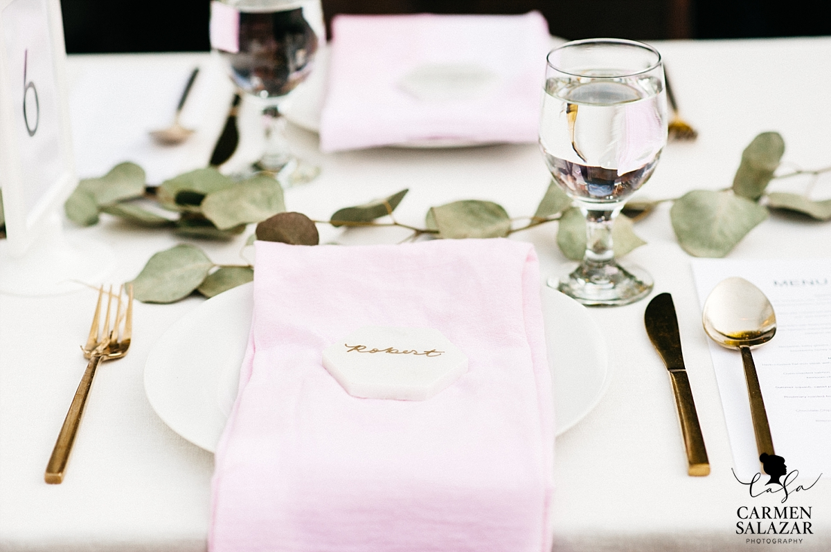 Modern and elegant wedding reception details - Carmen Salazar