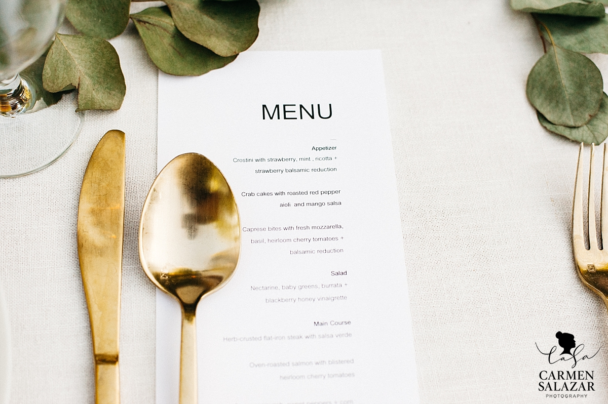 Modern and gold wedding menu details - Carmen Salazar