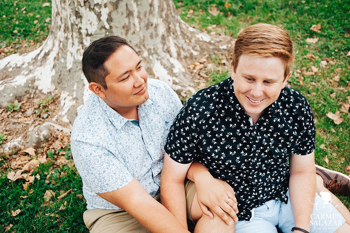 Same sex picnic engagement session - Carmen Salazar