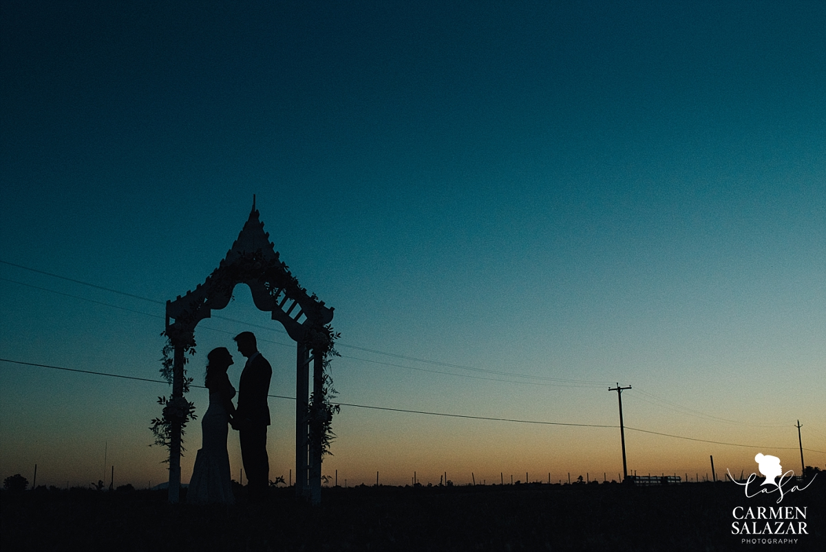 Thai sunset wedding portraits - Carmen Salazar