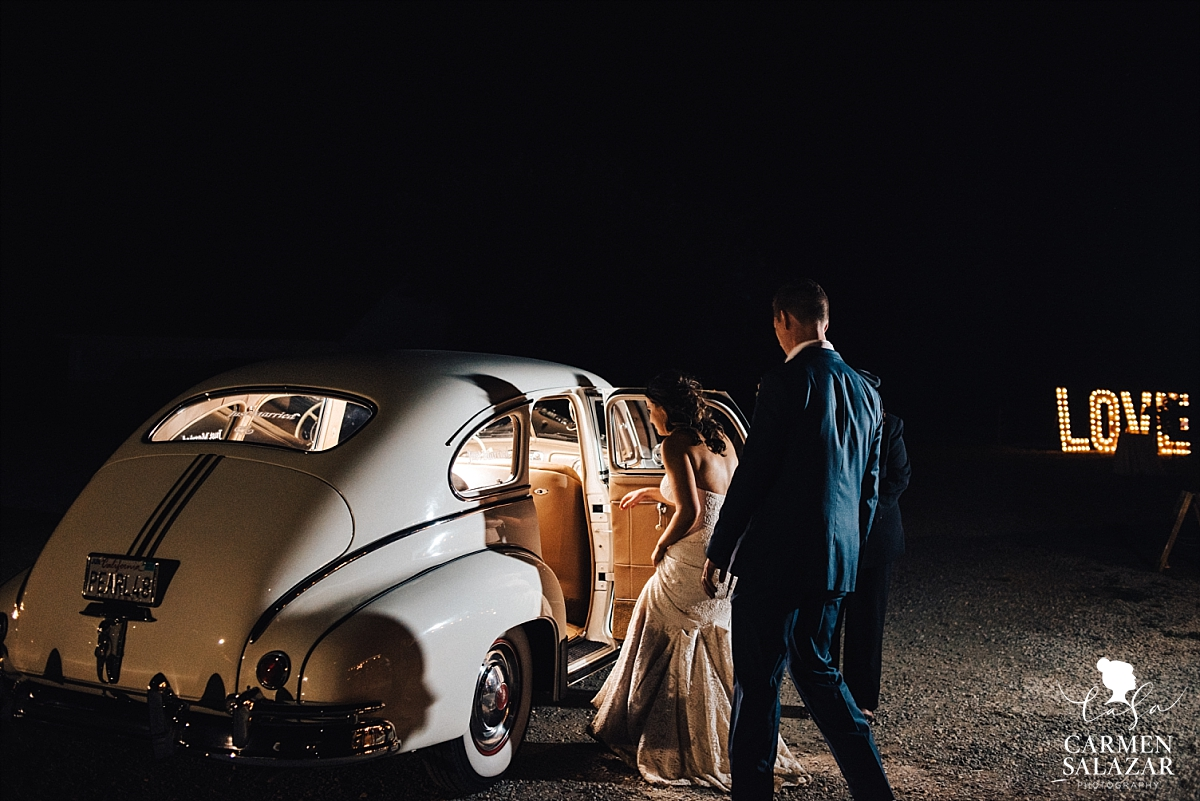 Vintage wedding car grand exit - Carmen Salazar