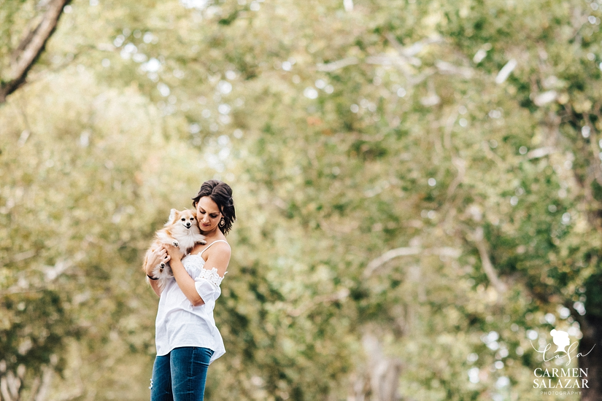 Lifestyle portrait session with puppy - Carmen Salazar