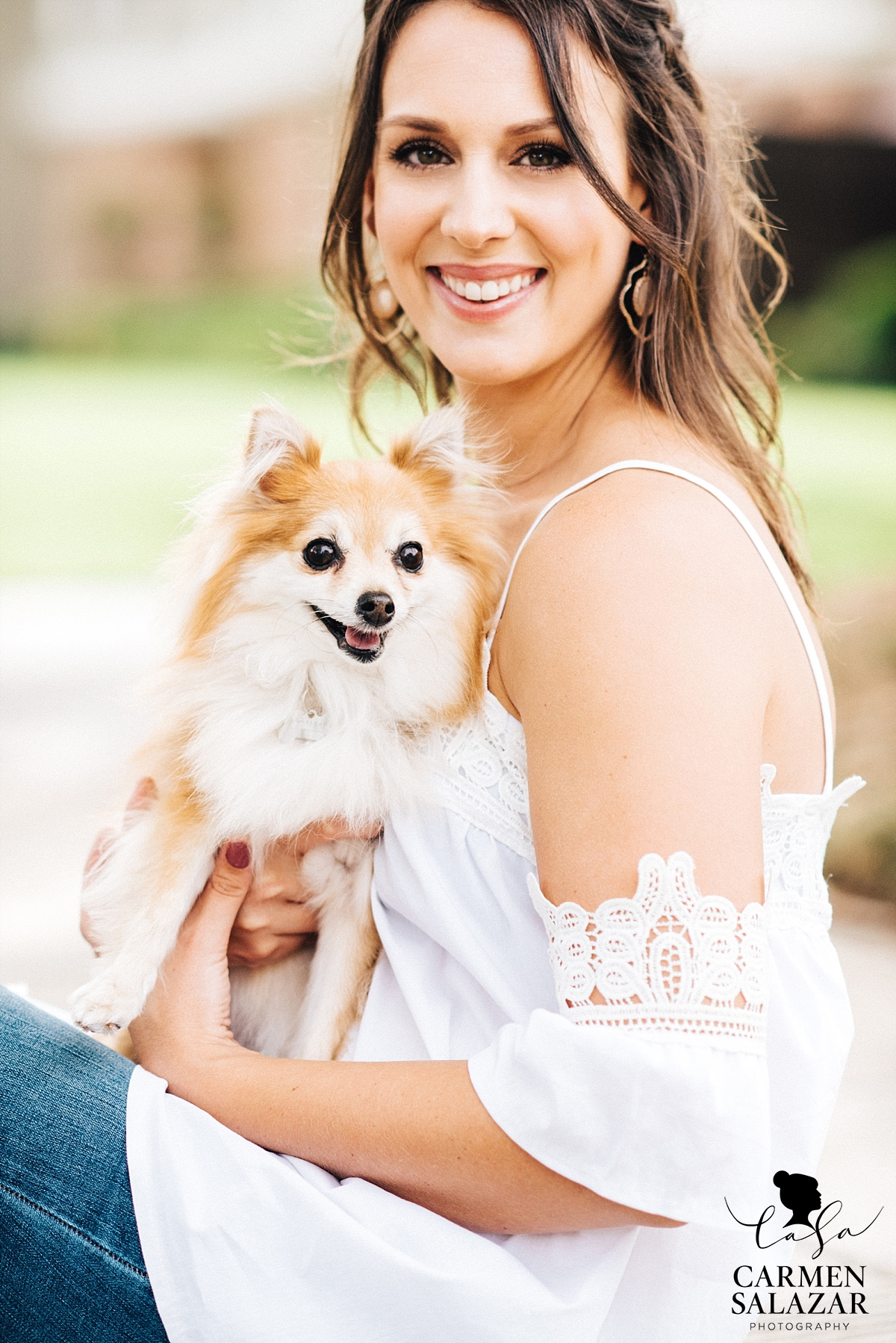 Lifestyle portrait session with Pomeranian - Carmen Salazar