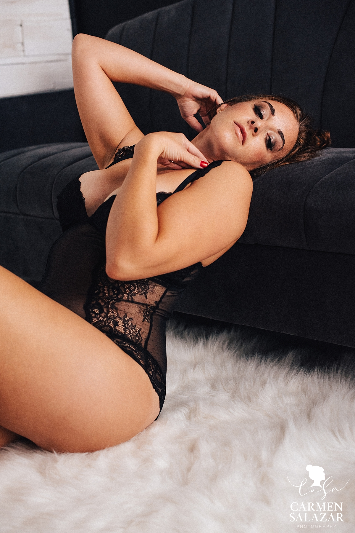 woman in black body suit with curves in boudoir photo by Carmen Salazar