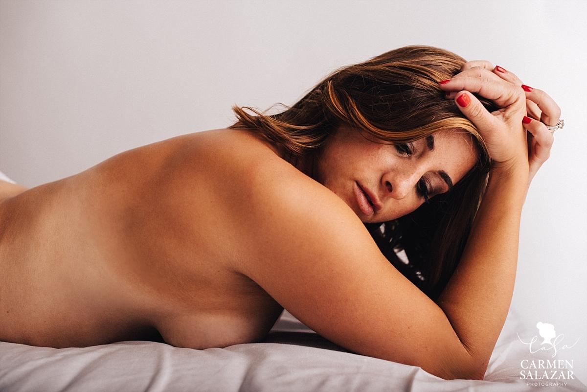 Semi-nude natural boudoir photography - Carmen Salazar