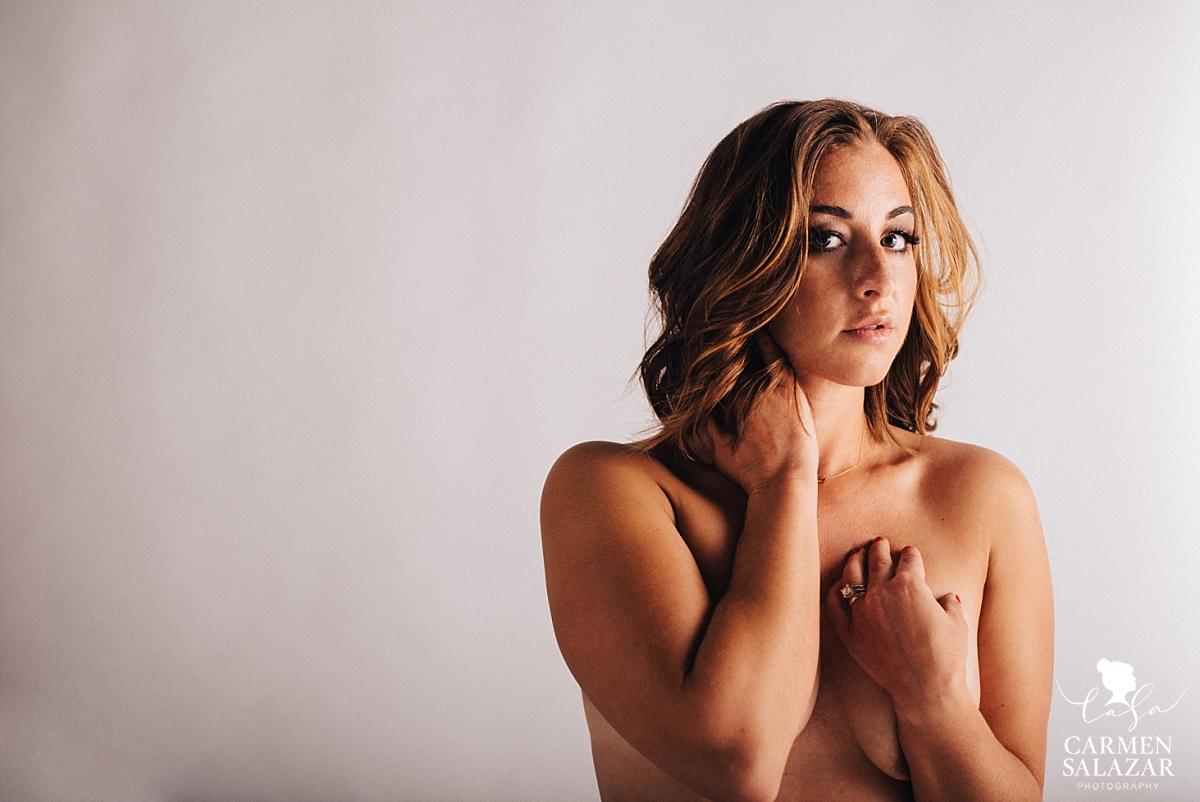 Nude and natural boudoir photography - Carmen Salazar