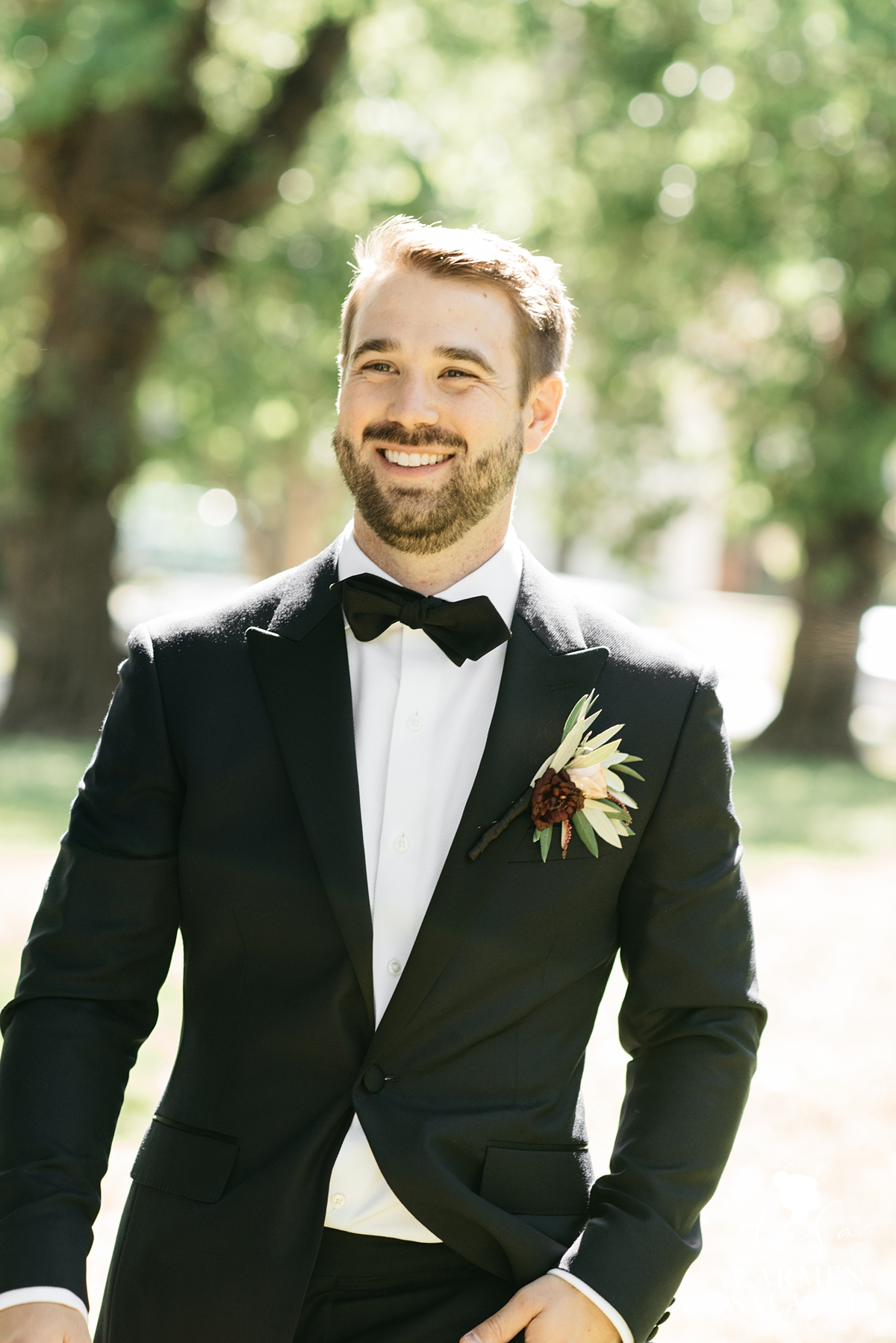 McKinley Park wedding portrait of smiling groom in suit by Sacramento wedding photographer Carmen Salazar