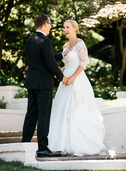 Beautiful lace wedding dress - Carmen Salazar Photography